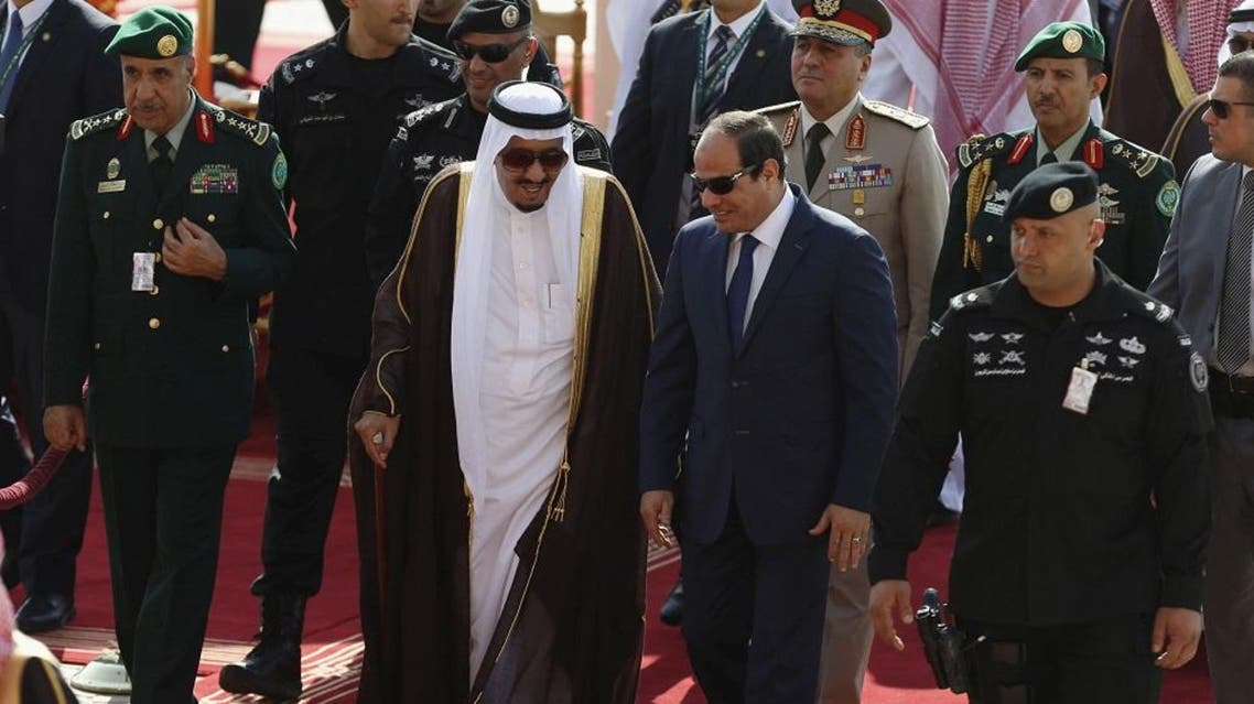 Saudi King Salman bin Abdulaziz (C-L) walks with Egypt's President Abdel Fattah al-Sisi during a welcoming ceremony upon al-Sisi's arrival to attend the Summit of South American-Arab Countries, in Riyadh November 10, 2015 (Reuters)