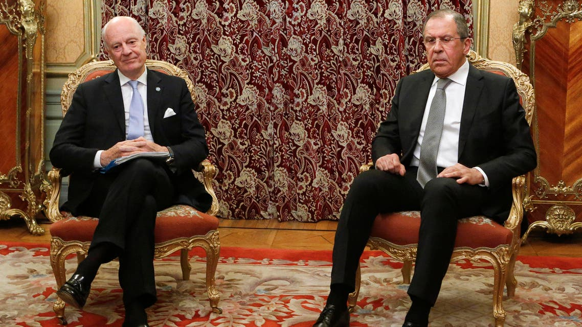 Russian Foreign Minister Sergei Lavrov (R) meets with U.N. Special Envoy Staffan de Mistura, the mediator of Syrian peace talks, in Moscow, Russia, April 5, 2016. (Reuters)