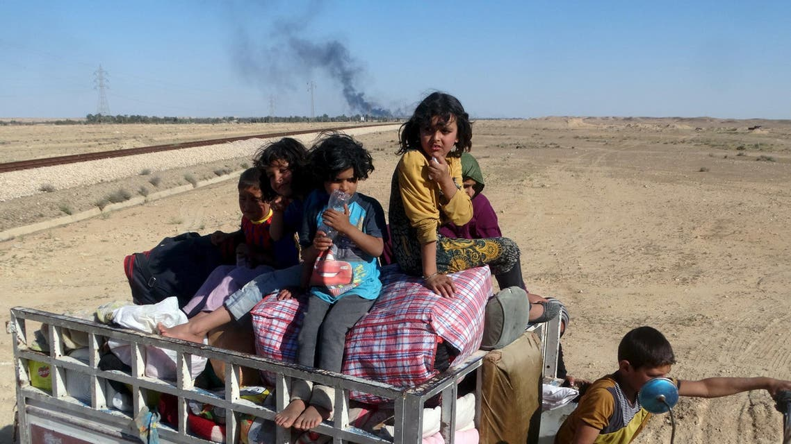 Iraqi civilians in Hit flee homes