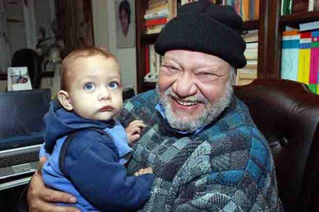 الفخراني مع حفيده