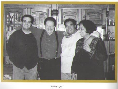 الفخراني مع زوجته وابنيه شادي وطارق