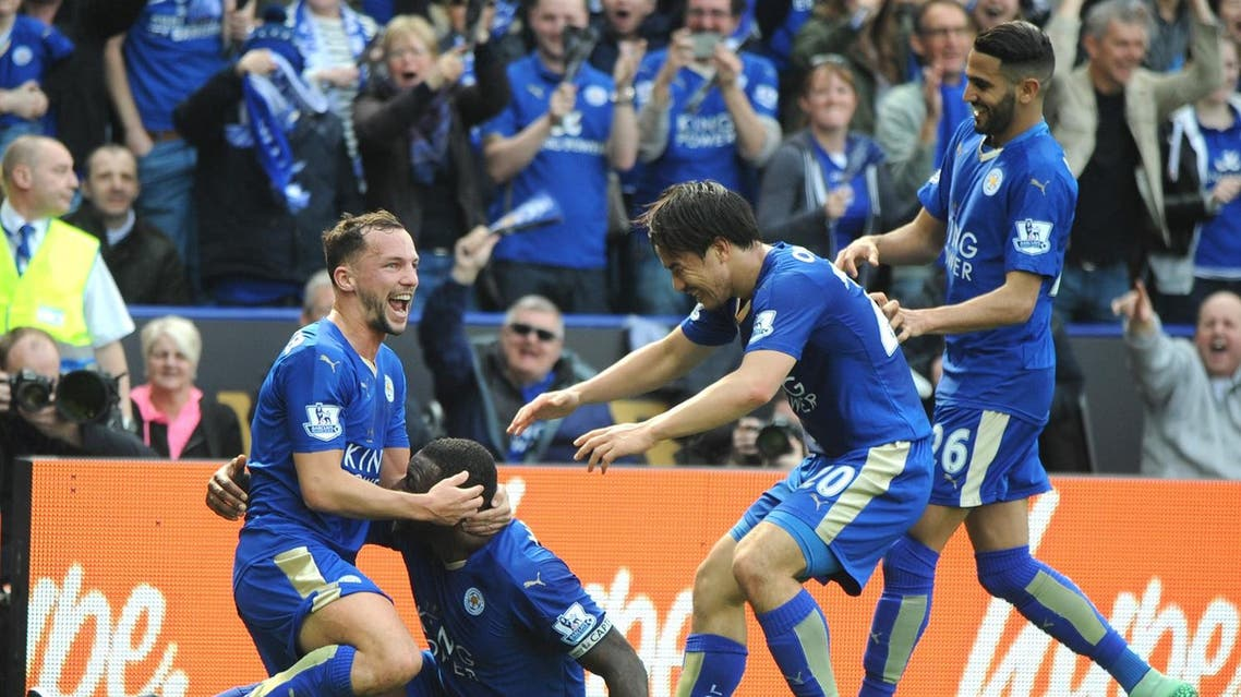 Leicester's Wes Morgan, 2nd left, celebrates after scoring with Leicester's Daniel Drinkwater, left, Leicester's Shinji Okazaki, 2nd right, and Leicester's Riyad Mahrez during the English Premier League soccer match between Leicester City and Southampton at the King Power Stadium in Leicester, England, Sunday, April 3, 2016. (AP)