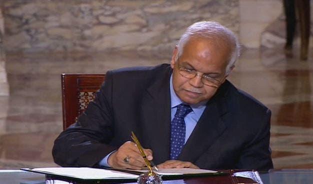 جلال سعيد وزير النقل المصري عند توقيع إحدى الإتفاقيات مع الجانب السعودي