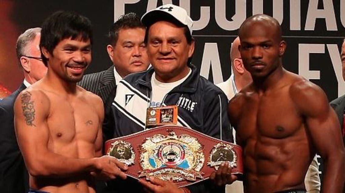 (L-R) Manny Pacquiao, former boxer Roberto Duran and Timothy Bradley Jr. pose together during their official weigh-in at MGM Grand Garden Arena on April 8, 2016 in Las Vegas, Nevada. The two will meet in a welterweight fight on April 9 in Las Vegas. Christian Petersen/Getty Images/AFP