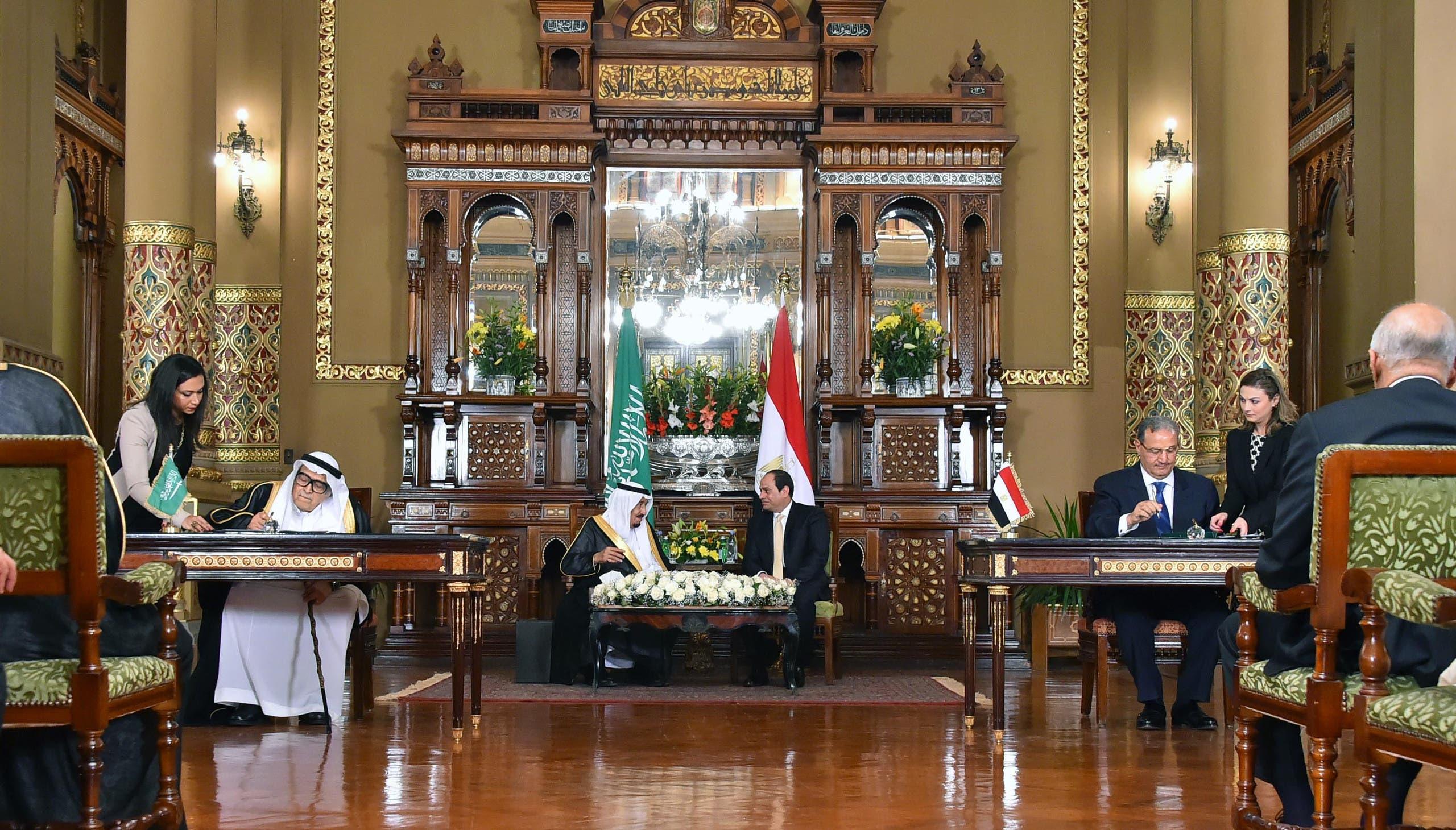 خادم الحرمين والسيسي يشهدان توقيع 21 اتفاقية