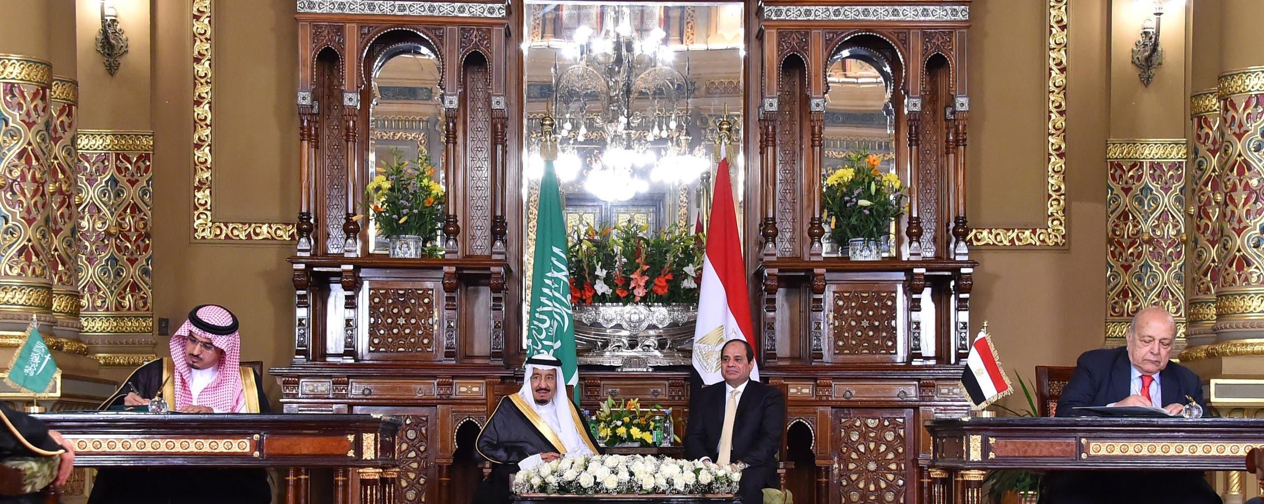 الملك سلمان والرئيس السيسي يشهدان توقيع مذكرات تفاهم