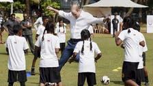 الأمير وليام وزوجته يلعبان مع أطفال فقراء بالهند