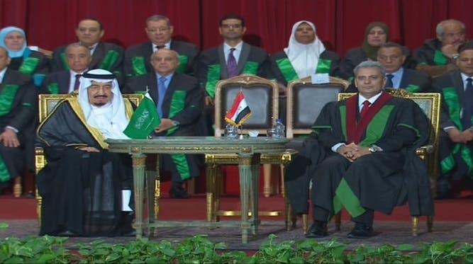 خادم الحرمين الشريفين يتسلم الدكتوراه الفخرية من جامعة القاهرة