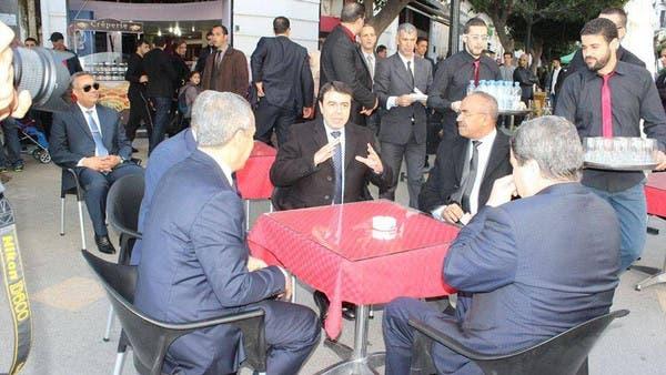 وزيرا داخلية الجزائر وتونس في مقهى شعبي في الجزائر
