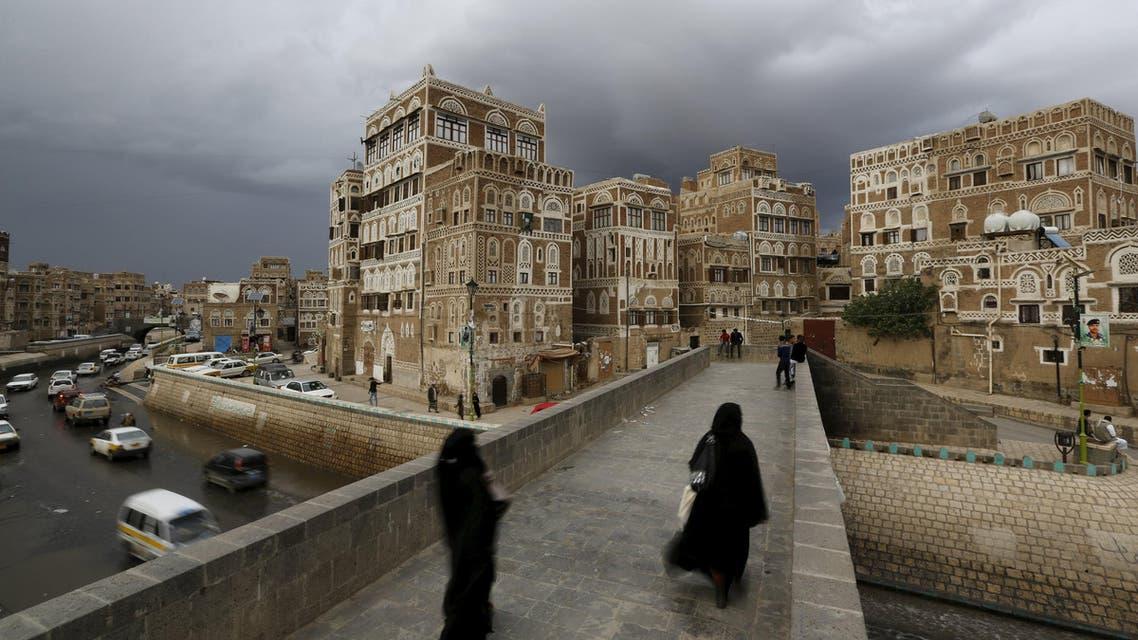 Women walk on a bridge in the old quarter of Yemen's capital Sanaa April 9, 2016. (Reuters)