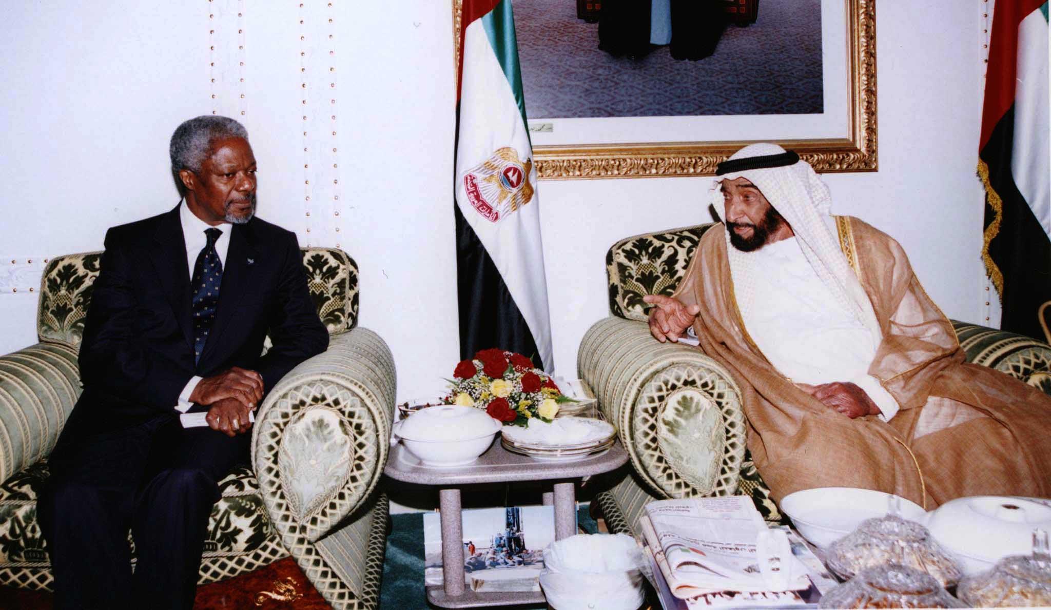 United Nations General Secretary Kofi Annan (L) meets United Arab Emirates President Sheikh Zaid bin Sultan al-Nahayan in Abu Dhabi ahead of the Gulf Cooperation Council annual summit December 7. (File photo: Reuters)