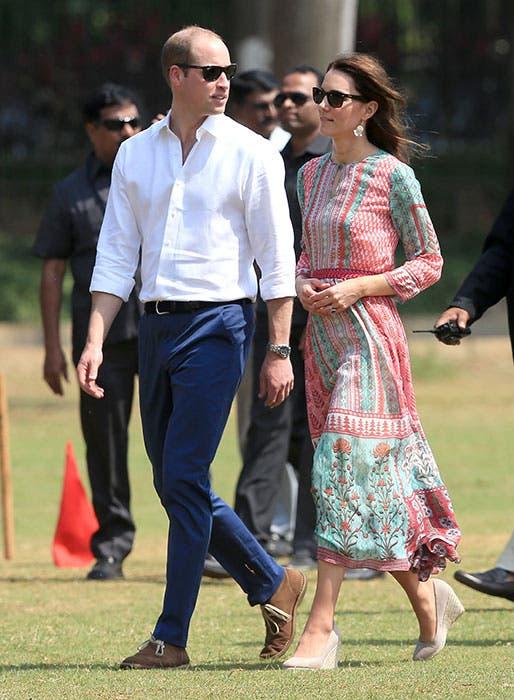 في زيارة إلى رئيس وزراء الهند بثوب أخضر من اليس تمبرلي