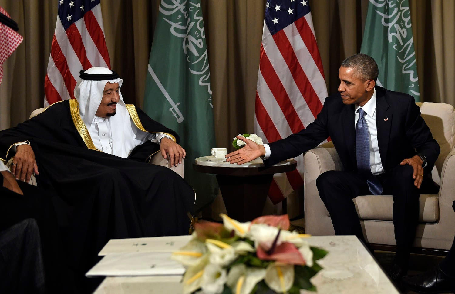 U.S President Barack Obama reaches out to shake hands with King Salman of Saudi Arabia at the G-20 Summit in Antalya, Turkey, Sunday, Nov. 15, 2015. (AP)