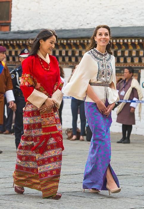 ترافق ملكة بوتان بإطلالة من بول أند جو