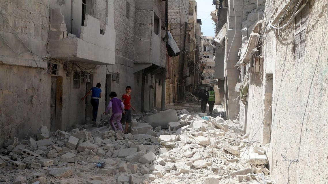 جانب من الدمار الناجم عن غارة جوية على حلب يوم 11 ابريل نيسان 2016. تصوير: عبد الرحمن إسماعيل - رويترز.