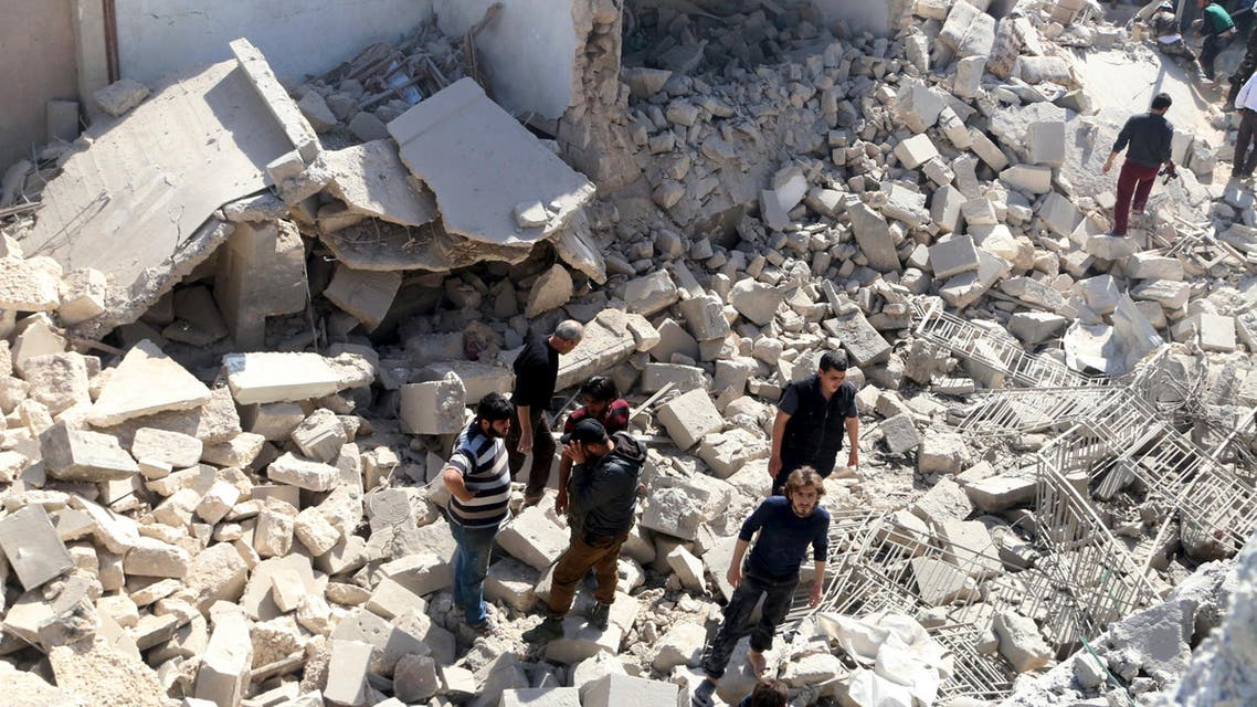 Residents look for survivors amidst the rubble after an airstrike on the rebel-held Old Aleppo, Syria April 16, 2016. REUTERS