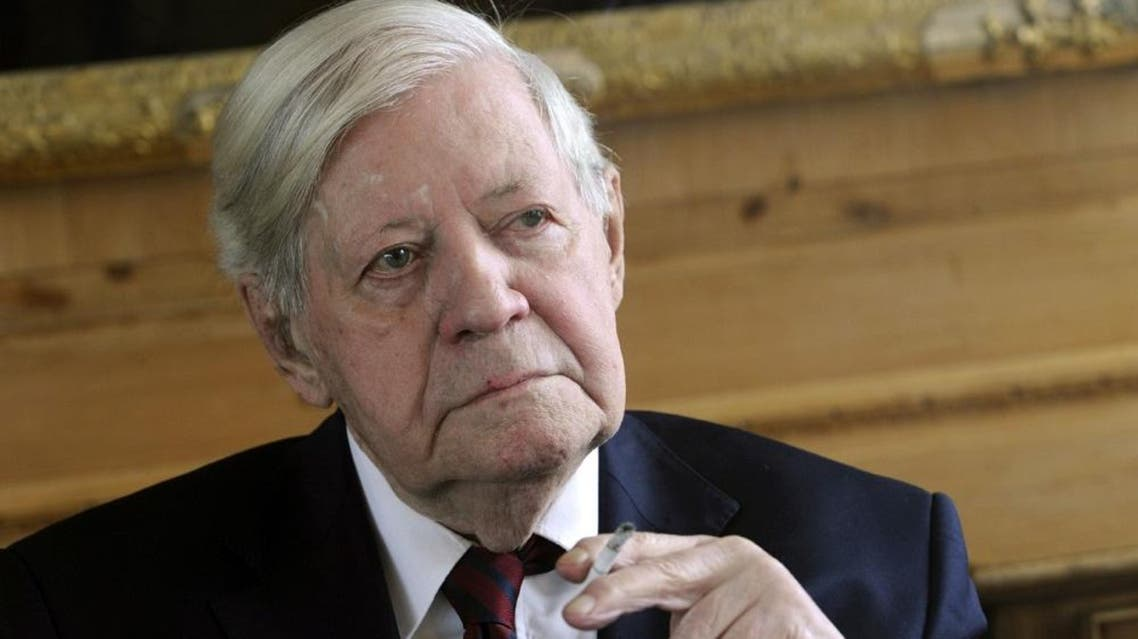 Former German Chancellor Helmut Schmidt smokes a cigarette during a luncheon at the Axel Springer publishing house in Berlin, on September 29, 2010 (AFP)