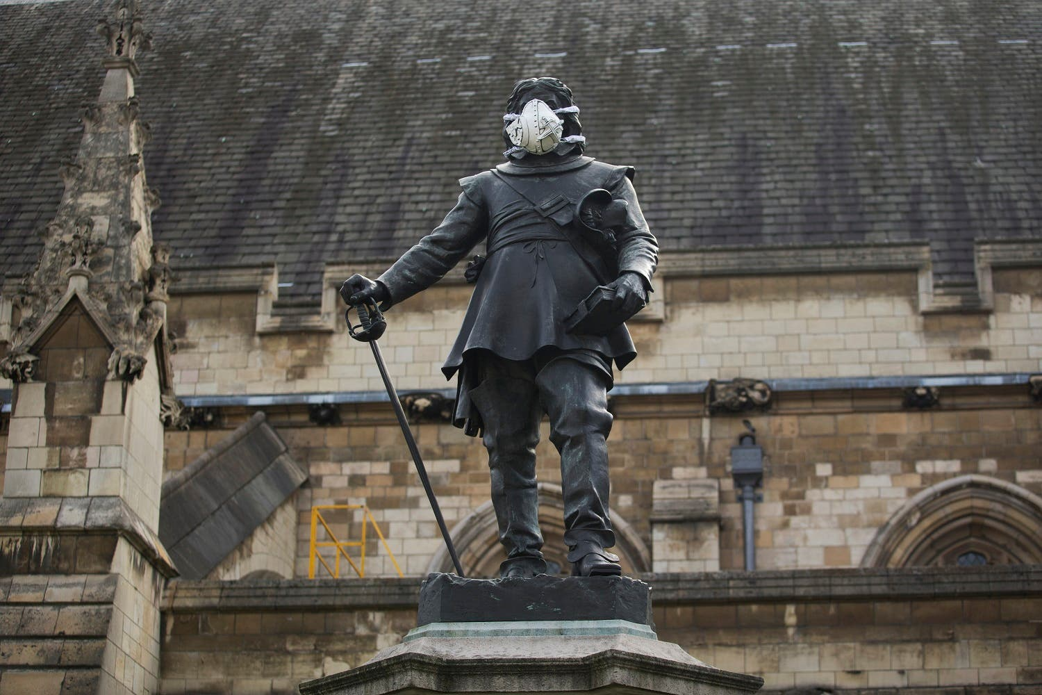 A clean air mask is seen placed on the face of the Oliver Cromwell statue outside the Houses of Parliament by Greenpeace activists to protest against air pollution quality in London (Photo: AP)
