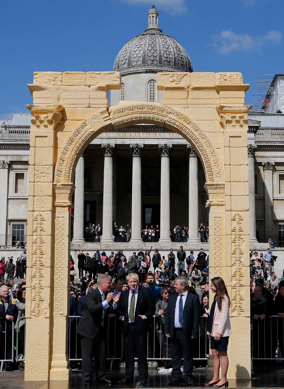 Triumphal Arch in Trafalgar Square#2 (AP)