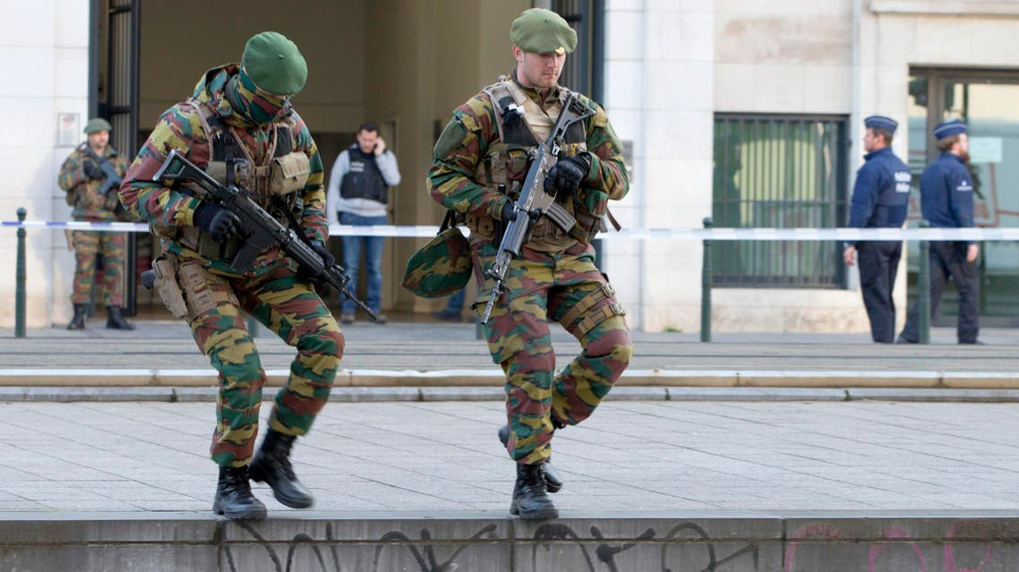 Two Belgian Army soldiers patrol as they wait for convoys thought to be carrying suspects from the Brussels and Paris attacks arrive at court in Brussels on Thursday, April 14, 2016. 9AP)