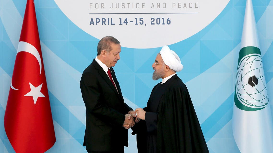 Turkish President Tayyip Erdogan (L) welcomes his Iranian counterpart Hassan Rouhani during the Organisation of Islamic Cooperation (OIC) Istanbul Summit in Istanbul, Turkey April 14, 2016. (Reuters)