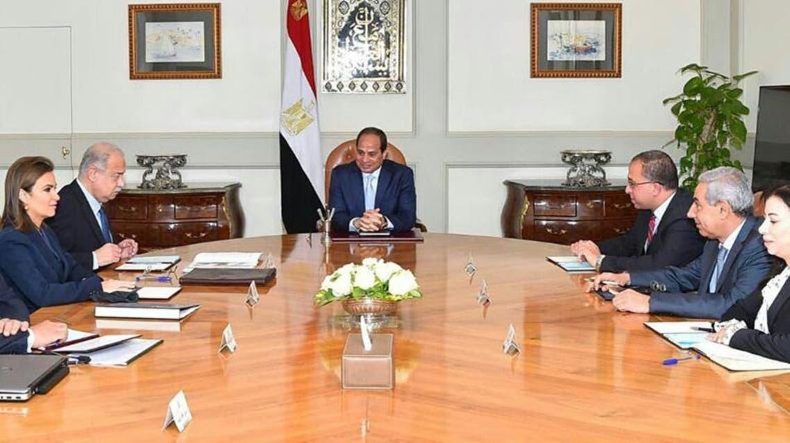 صورة اجتماع السيسي مع رئيس الوزراء شريف اسماعيل وأعضاء الحكومة