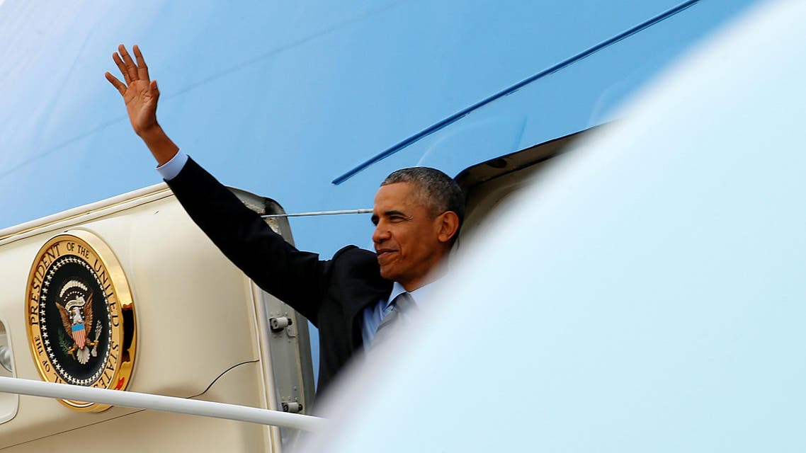 U.S. President Barack Obama waves as he boards Air Force One upon his departure from Joint Base Andrews in Washington, U.S. April 19, 2016. (Reuters)