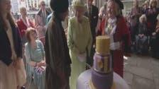 Queen Elizabeth cuts her 90th birthday cake made Nadiya Hussein