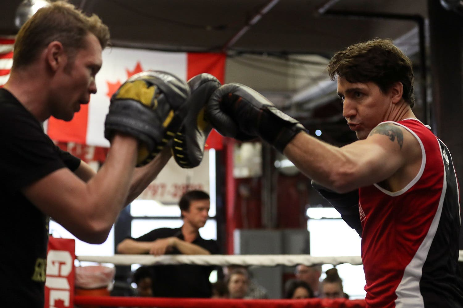 Canadian Prime Minister Justin Trudeau (R) spars with professional boxer Yuri Foreman in the ring at Gleason's Boxing Gym in the Brooklyn borough of New York, US, April 21, 2016. (Reuters)