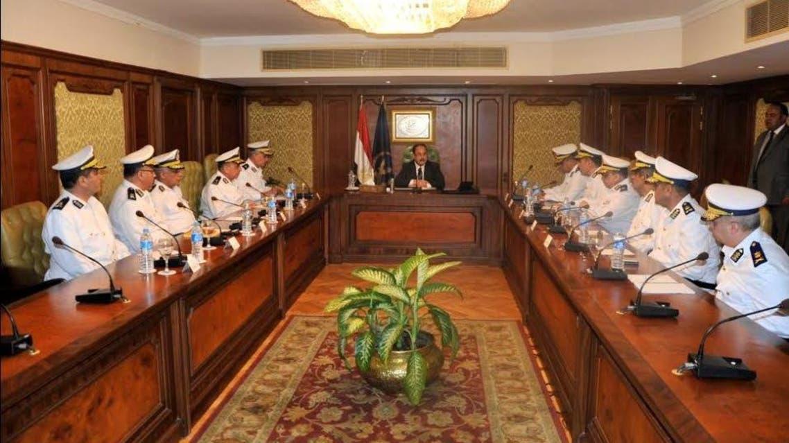 وزير الداخلية المصري مع مساعديه