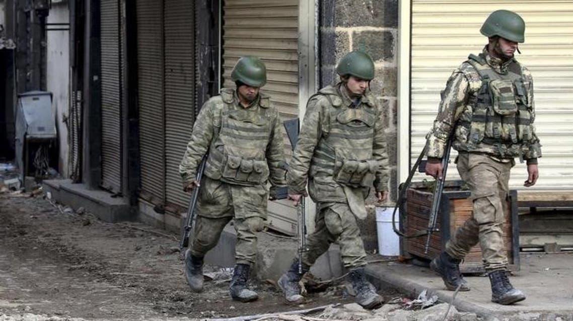 جنود في جنوب شرق تركيا يوم 26 فبراير شباط 2016. تصوير: سيرتاش كيار - رويترز