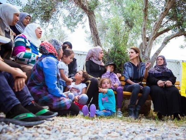 الملكة رانيا تزور مخيماً للاجئين في اليونان