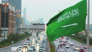 كم عدد سكان السعودية.. وما نسبة الذكور والإناث؟