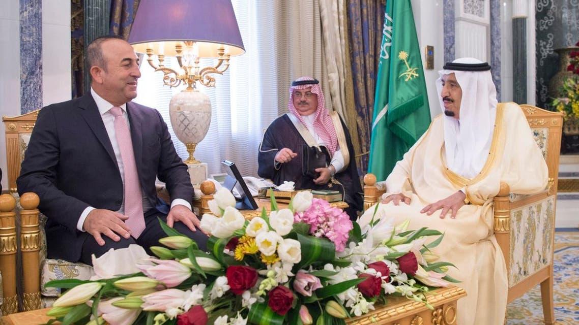 Saudi King Salman meets with Turkish Minister of Foreign Affairs Mevlut Cavusoglu. (SPA)
