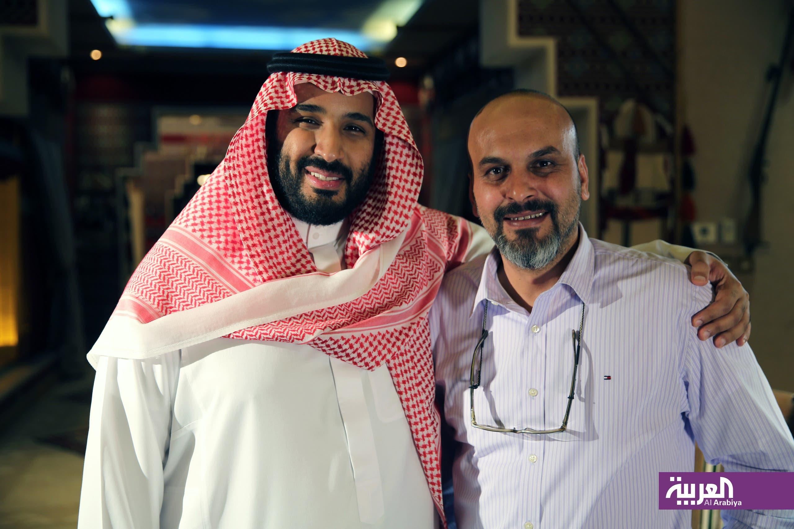 الأمير محمد بن سلمان مع المخرج الزميل إبراهيم العتيبي