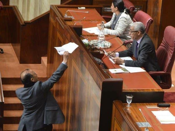 """برلماني مغربي """"يحتج"""" ويقدم استقالته على الهواء"""