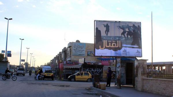 """منشورات """"تحذير"""" فوق الرقة.. واستعدادات لضرب قلعة داعش"""