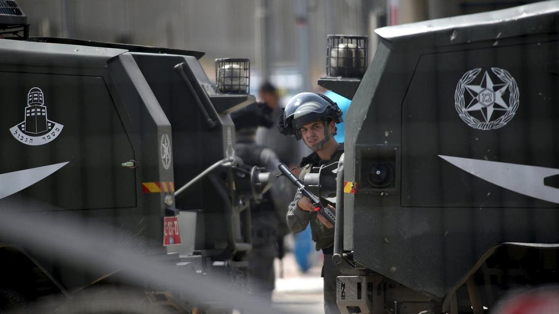 An Israeli border policeman stands guard at the scene where a Palestinian woman and her teenage brother were shot after Israeli military claimed they tried to stab security forces (Photo: Reuters)