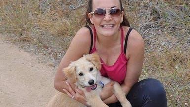 بالفيديو.. شاهد فرحة ذلك الكلب بلقاء صاحبته بعد غياب