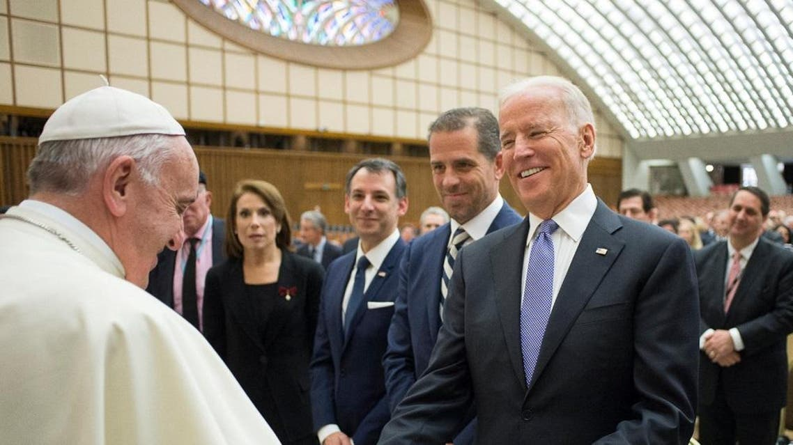 Pope Francis meets U.S. Vice President Joe Biden (R) in Paul VI hall at the Vatican April 29, 2016 (Reuters)