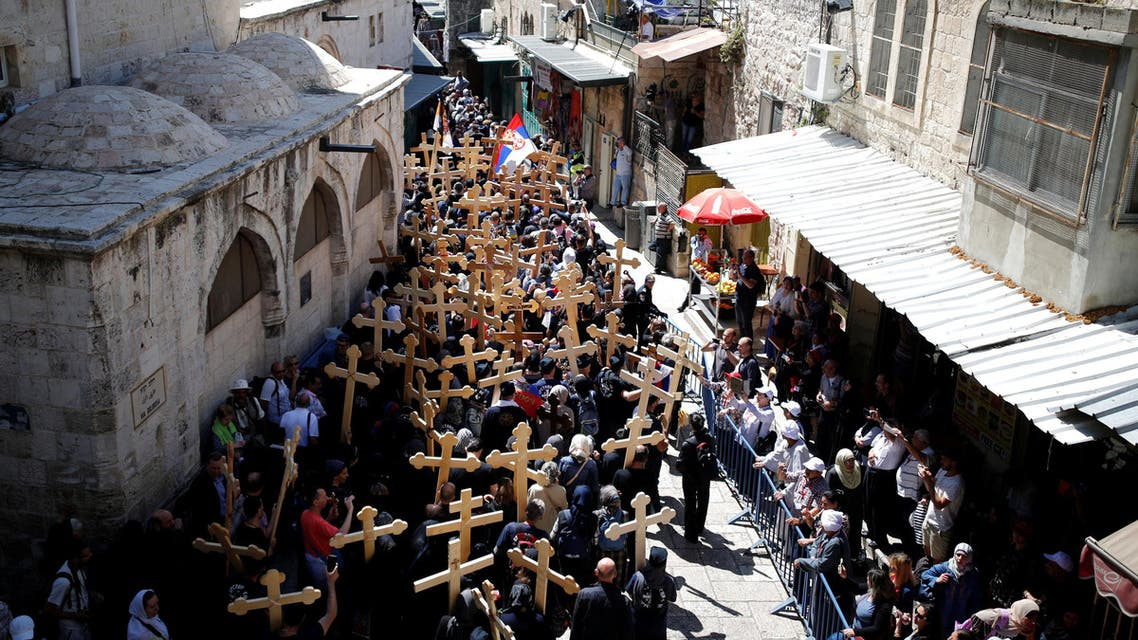 Orthodox Christian worshipers take part in a procession along the Via Dolorosa on Good Friday, during Holy Week in Jerusalem's Old City, April 29, 2016.reuter