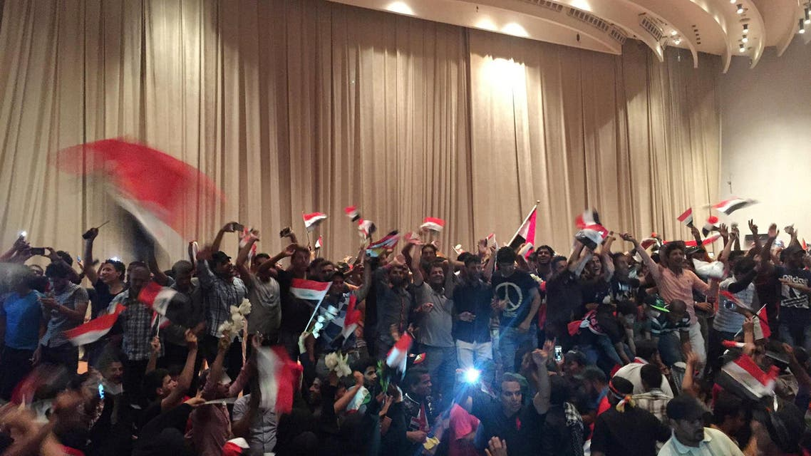 Iraqi protesters storm parliament in Baghdad