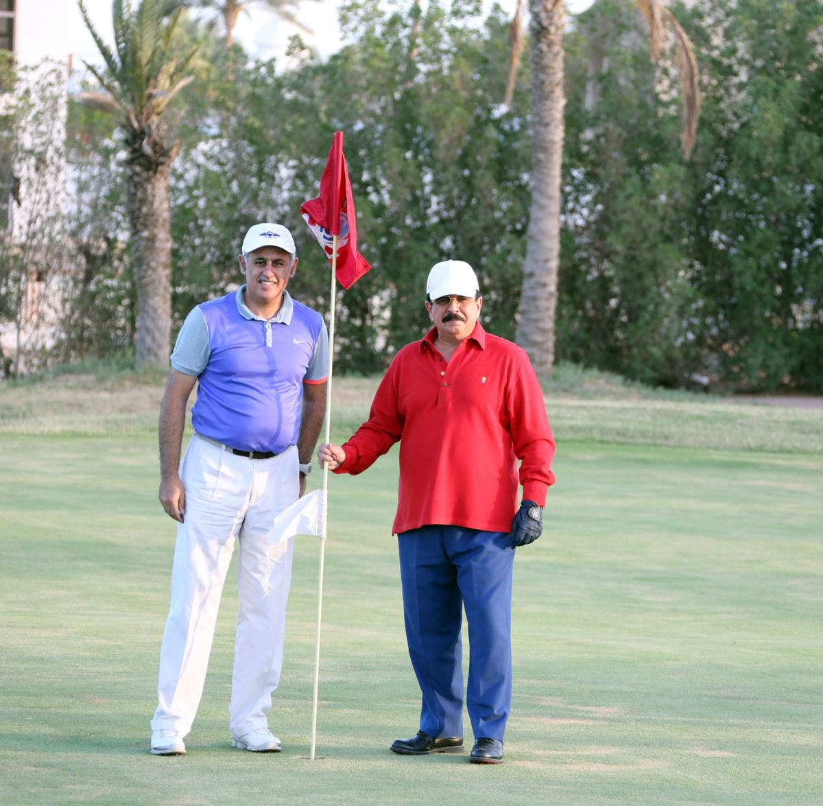 King Hamad and his family playing golf. (BNA)