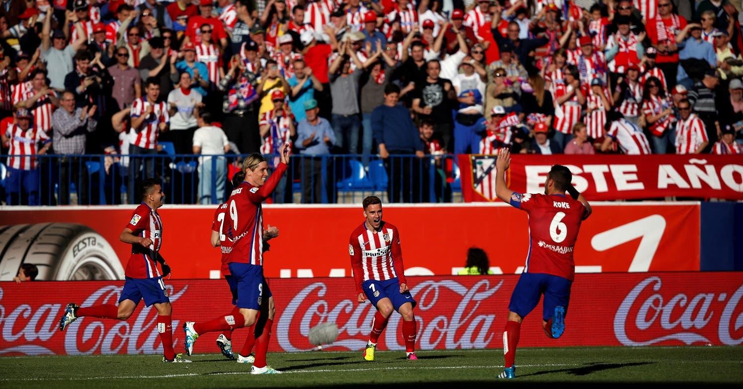 Atletico Madrid's Antoine Griezmann celebrates scoring against Rayo Vallecano with teammates. REUTERS