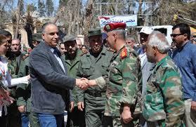 محافظ حمص أثناء مقابلة مع قيادات عسكرية