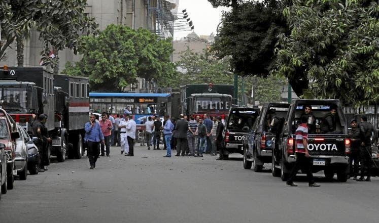 قوات الأمن تحاصر مبنى النقابة