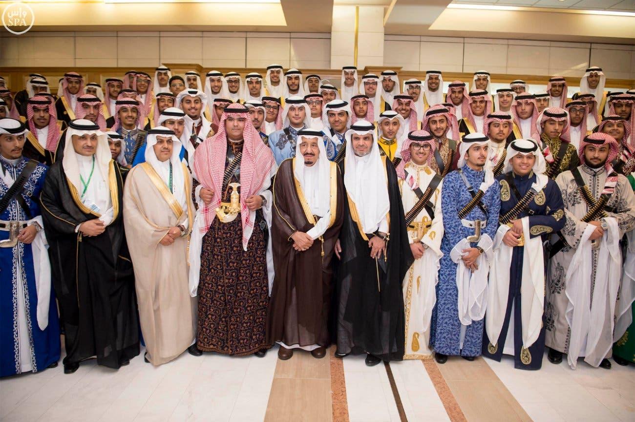 دموع الملك سلمان في تخرج ابنه راكان - العربية.نت | الصفحة الرئيسية