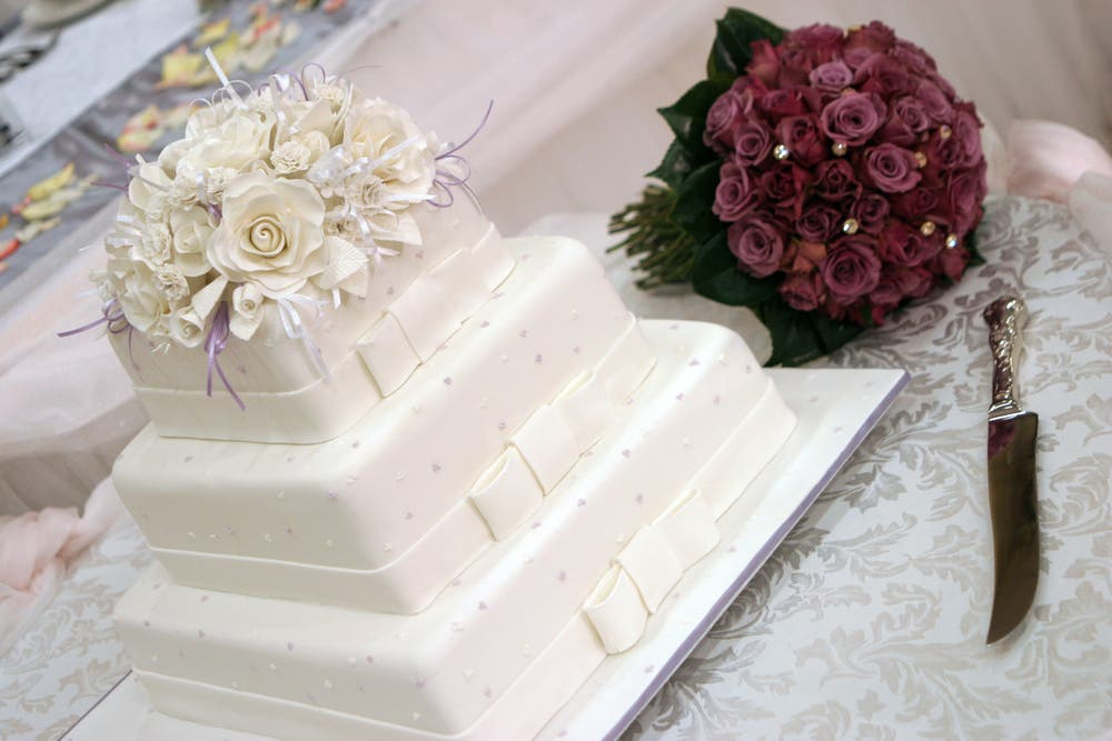 As simple as it may sound, there is a lot more thought that goes into choosing the perfect wedding cake. (Shutterstock)
