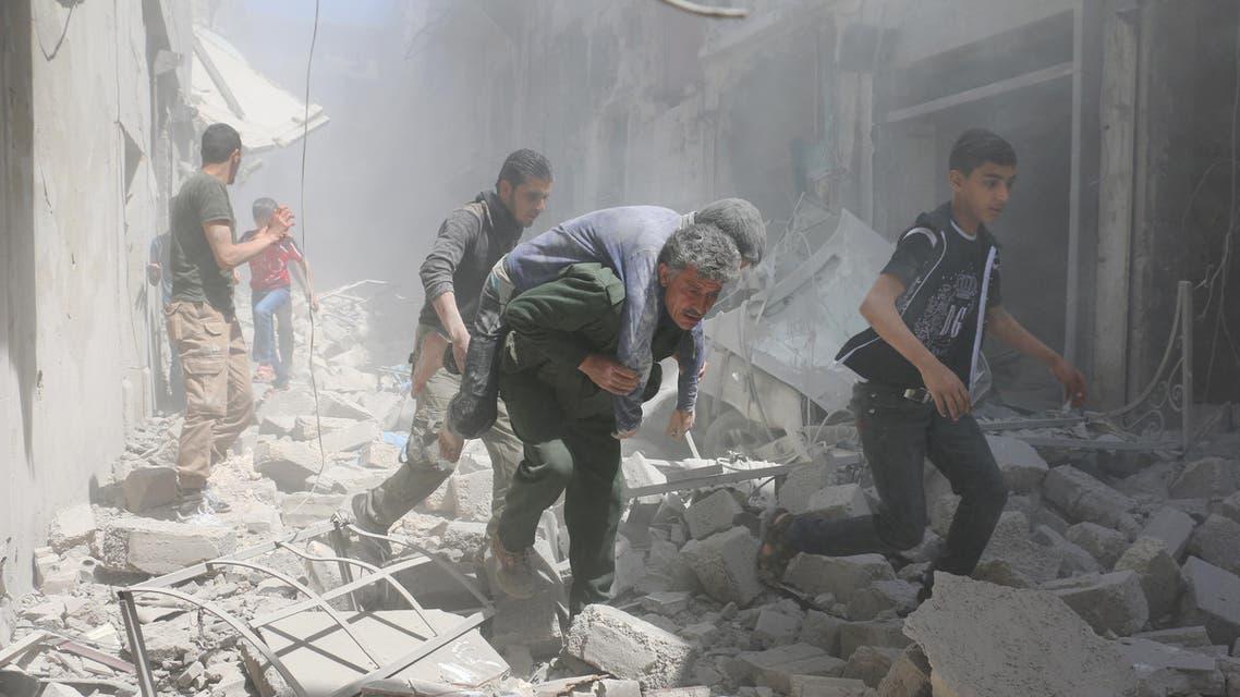 حلب آثار دماء جراء قصف النظام - فرانس برس