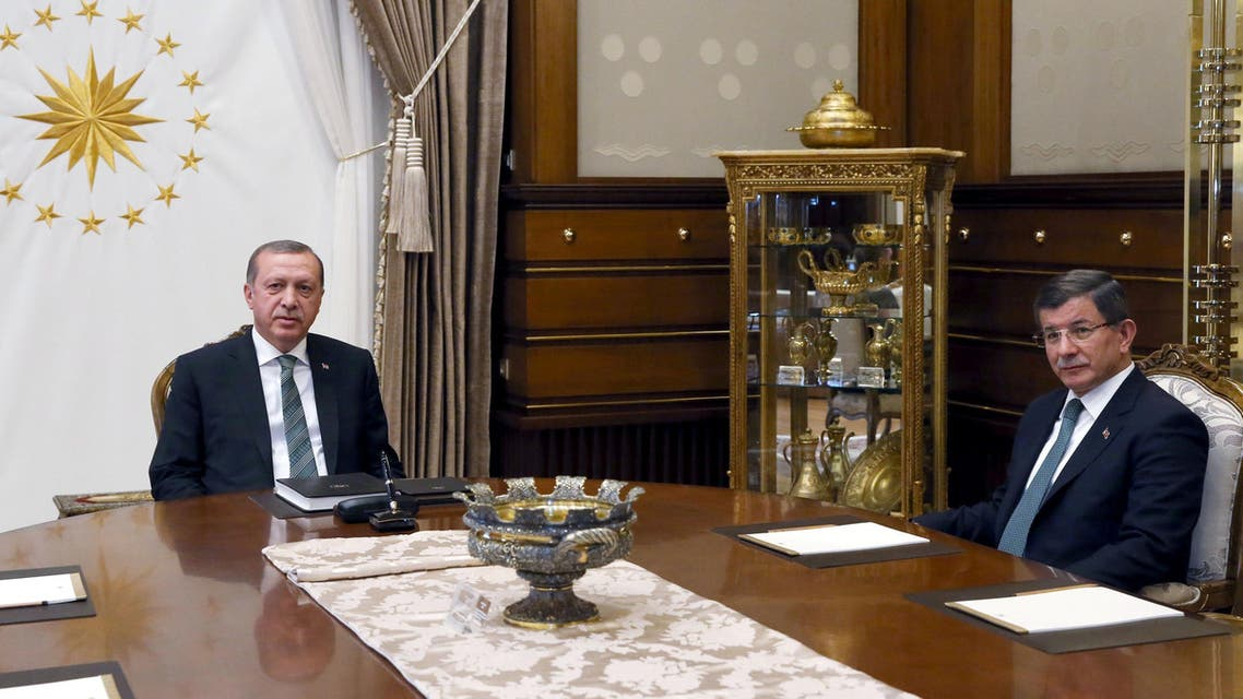 Turkish President Tayyip Erdogan (L) meets with Prime Minister Ahmet Davutoglu at the Presidential Palace in Ankara, Turkey May 4, 2016. (Reuters)